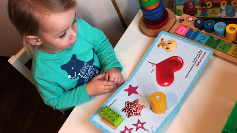 Kształty i kolory, czyli nauka przez zabawę