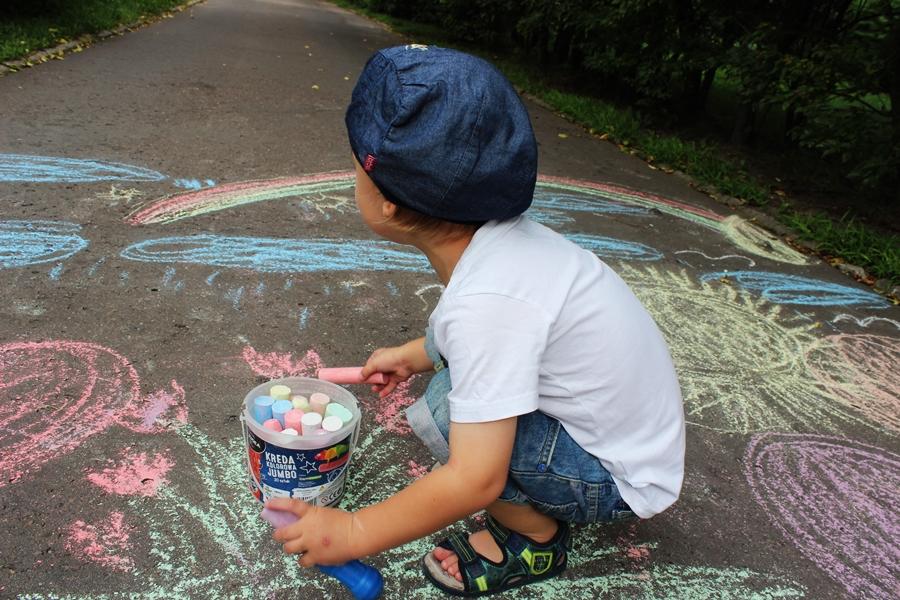 35 pomysłów na wakacyjne zabawy z dziećmi na dworze (20)
