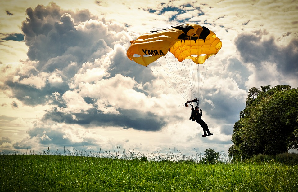parachute-1921035_960_720