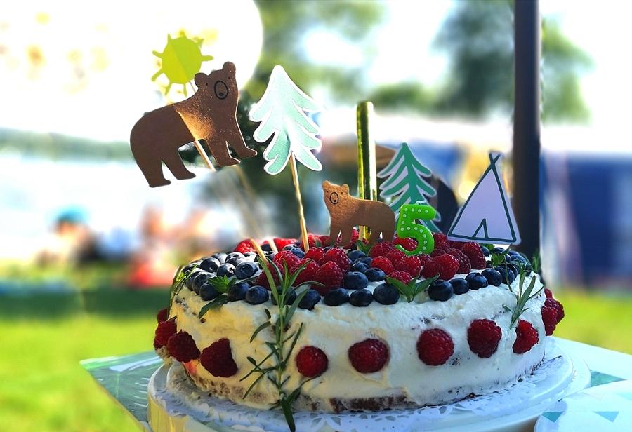 leśny tort z borówkami