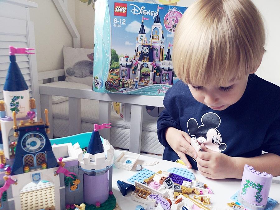 układanie klocków LEGO rozwija