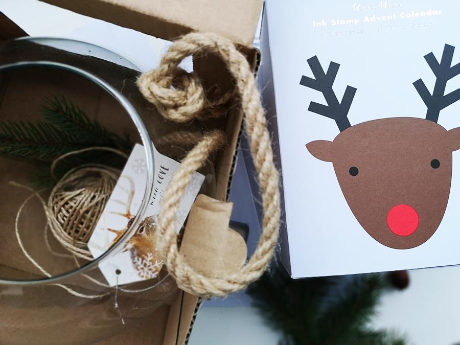 Kalendarz adwentowy, Meri Meri. Wykonany z najwyższej jakości materiałów. Zestaw zawiera 21 drewnianych stempli i 3 kolorowych tuszy. Idealny podczas odliczania dni do świąt Bożego Narodzenia.