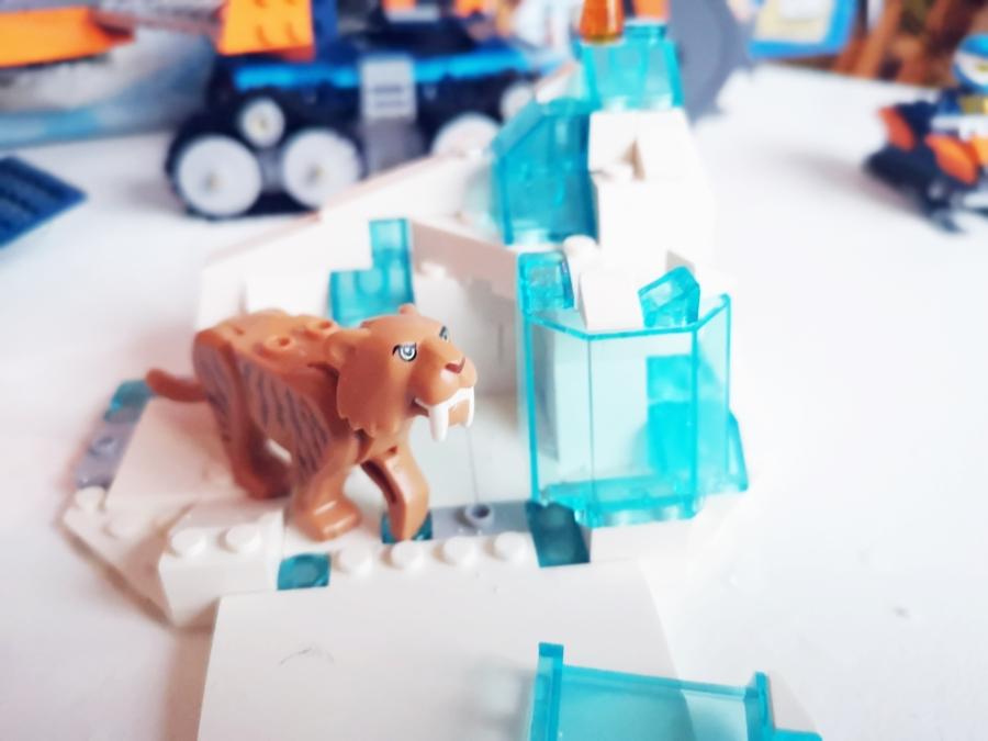 mroźnej krainy z Lego City Arctic.