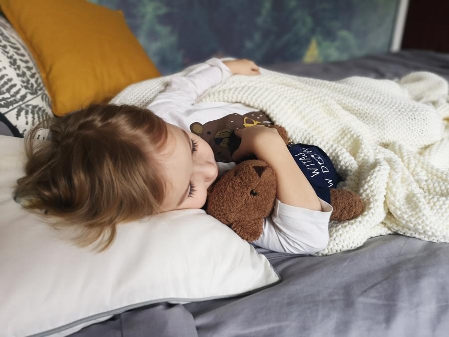 Mała sypialnia w bloku – efektowna i szybka metamrfoza sypialni w dwa dni