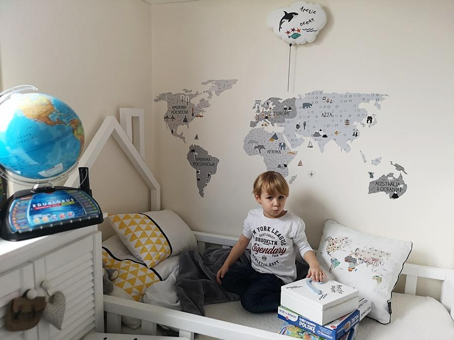 naklejki mapa świata w kąciku podróżnika