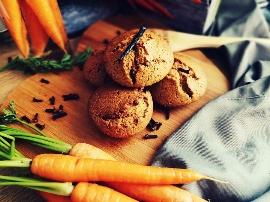 Babeczki marchewkowe, przepis na zdrową przekąskę