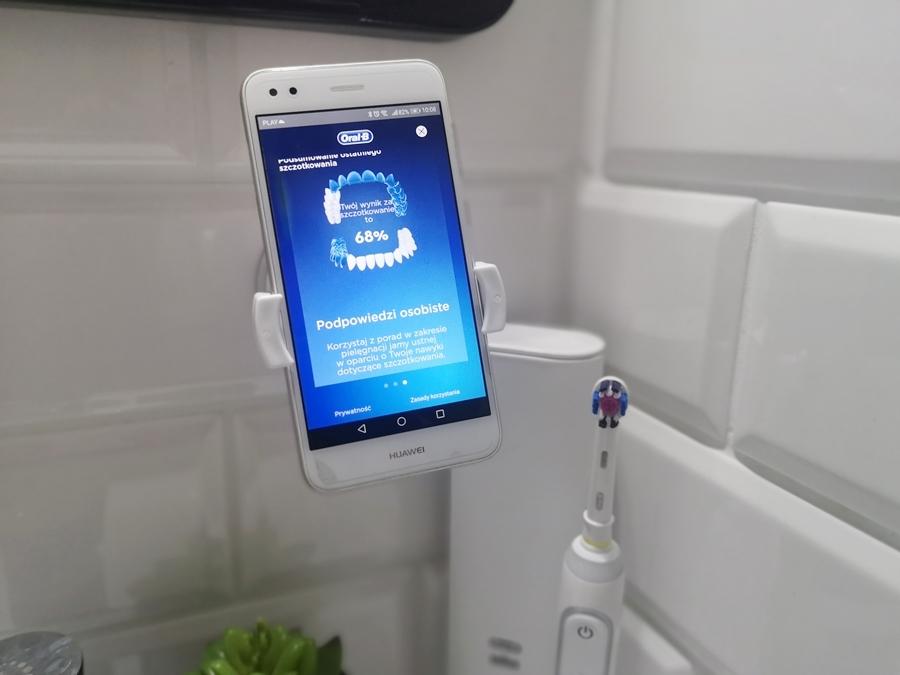 Oral-B Genius 10000Nposiada 6 trybów pracy: czyszczenia codziennego, dokładnego czyszczenia, delikatnego czyszczenia, wybielania, pielęgnacji dziąseł oraz czyszczenia języka