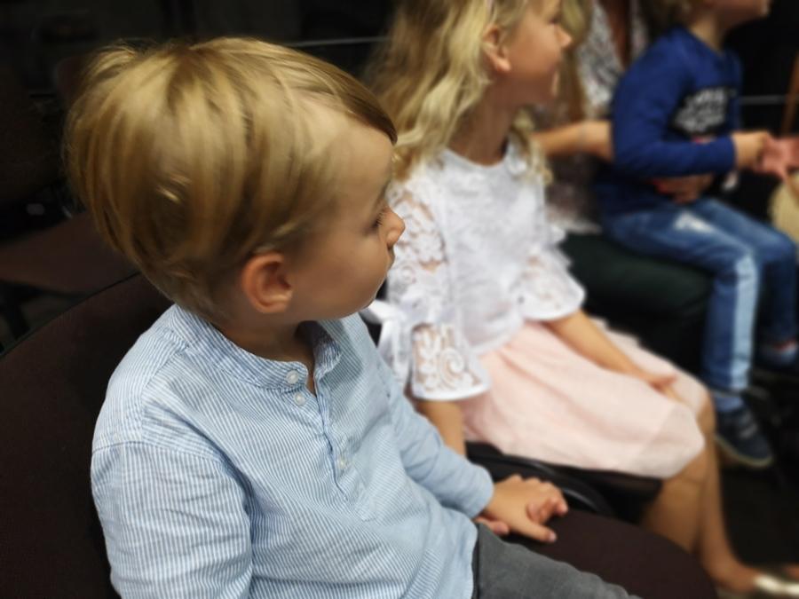 Dlaczego warto dziecko zabierać do teatru?