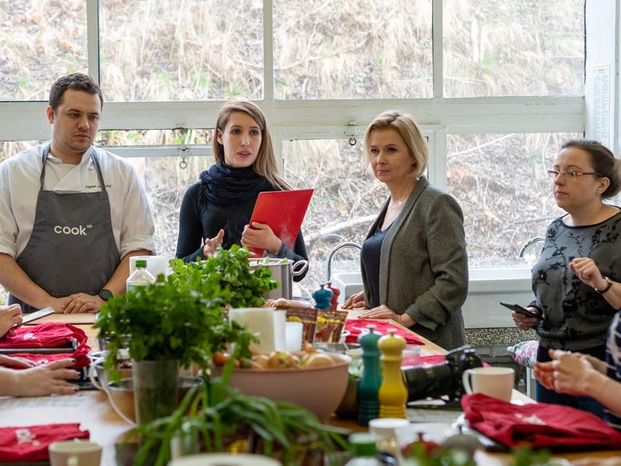 """warsztatach kulinarnych w CookUp Studio pod hasłem """"Zimowe gotowanie – kulinarne inspiracje na dania z indyka"""""""