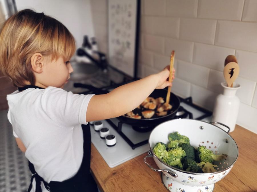 Bezpieczne dziecko w kuchni