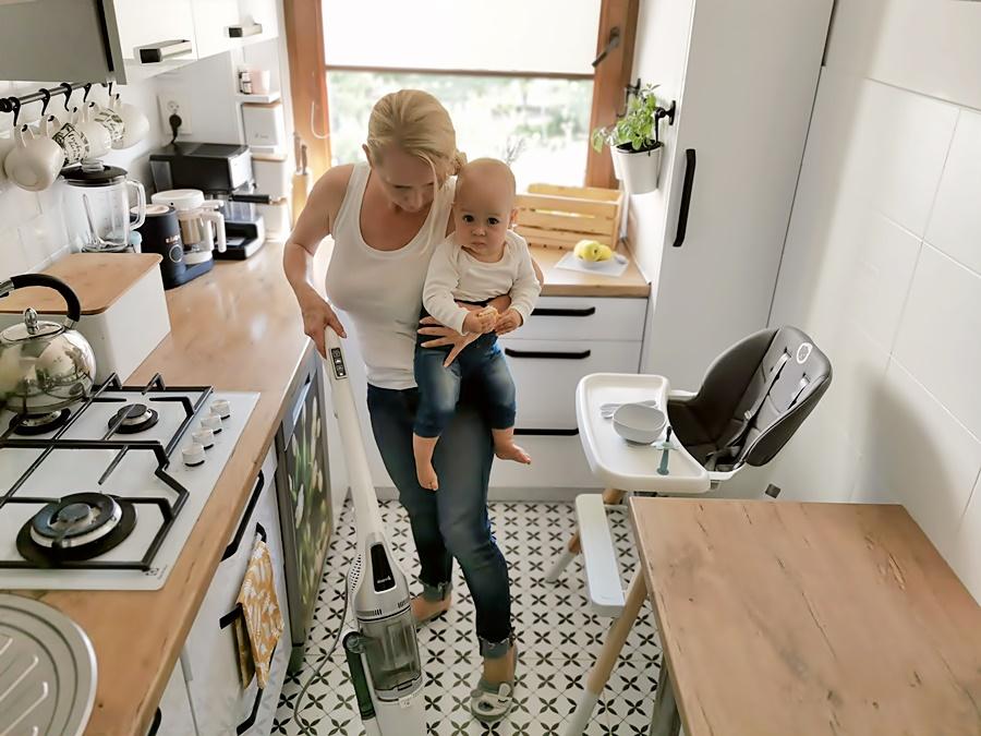5 zasad sprzątania przy niemowlaku. Test urządzenia Deerma ZQ990W